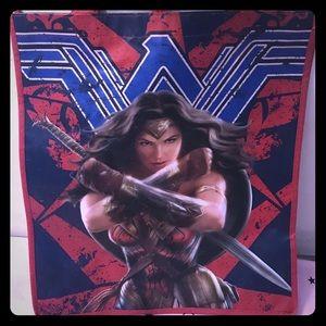 Handbags - NWOT Wonder Woman tote Gail Gadot